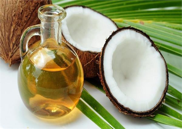 डैड स्किन हो या आंखों के काले घेरे, ब्यूटी की हर प्रॉब्लम को दूर करेगा नारियल तेल