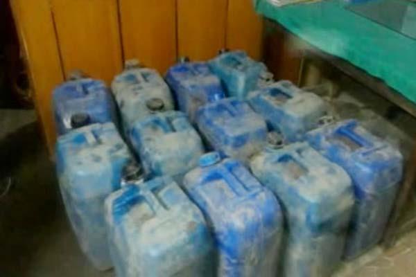 गुप्त सूचना पर पुलिस ने 5.60 लाख मि.ली. अवैध शराब पकड़ी
