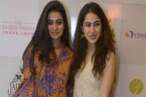 sara ali khan spotted at a wedding exhibition in delhi with her friends