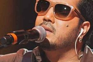 mika singh can sing better than arijit singh