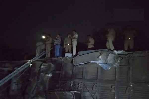 पूर्वा एक्सप्रेस के 12 डिब्बे पटरी से उतरे, कानपुर के पास हुआ हादसा