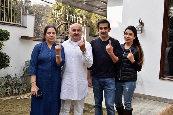 Delhi Elections: परिवार संग भाजपा के सांसद गौतम गंभीर ने डाला वोट, फैंस को दिया खास संदेश