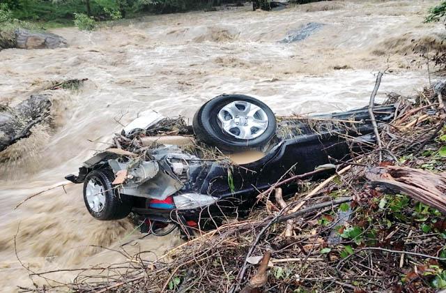 PunjabKesari, Damage Car Image