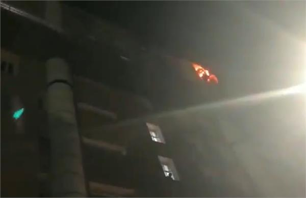 fire breaks out in the 9th floor of delhi aiims s conversion block