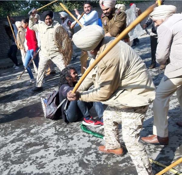 PunjabKesari, Lathicharge on protesters