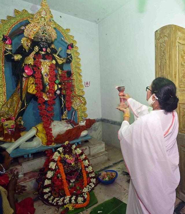 बंगाल:शिव उपासना और शक्ति प्रदर्शन के बाद ममता बनर्जी ने भरा नामांकन,  नंदीग्राम से लड़ेंगी चुनाव - bengal election mamta banerjee filed  nomination for nandigram seat-mobile