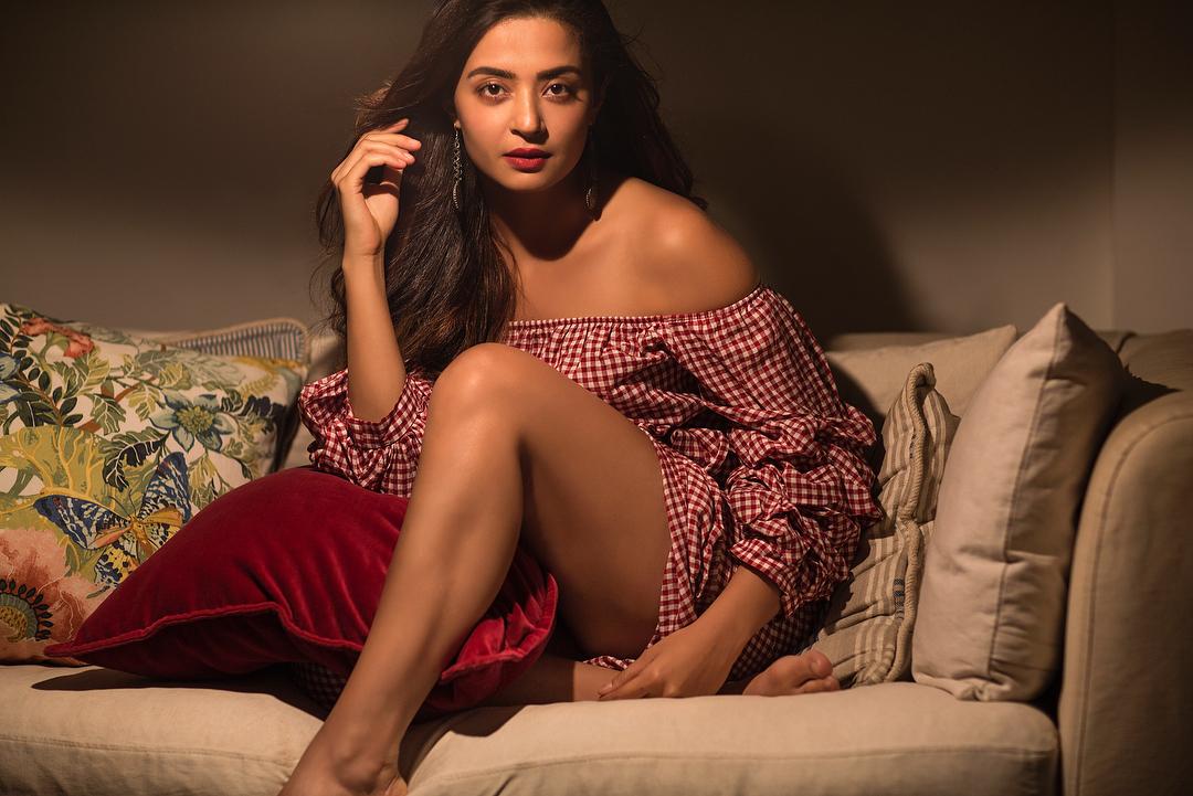 Bollywood Tadka, सुरवीन चावला इमेज,सुरवीन चावला फोटो,सुरवीन चावला पिक्चर,