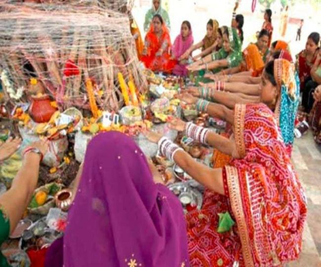 Vat Savitri Vrat 2021: भाग्य और संतान की प्राप्ति के लिए पढ़ें कथा और पूजा  विधि - vat savitri vrat