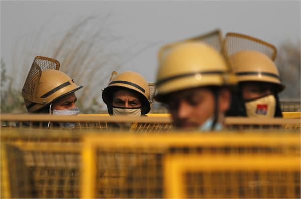 up police alert on tractor parade policemen deployed on highway
