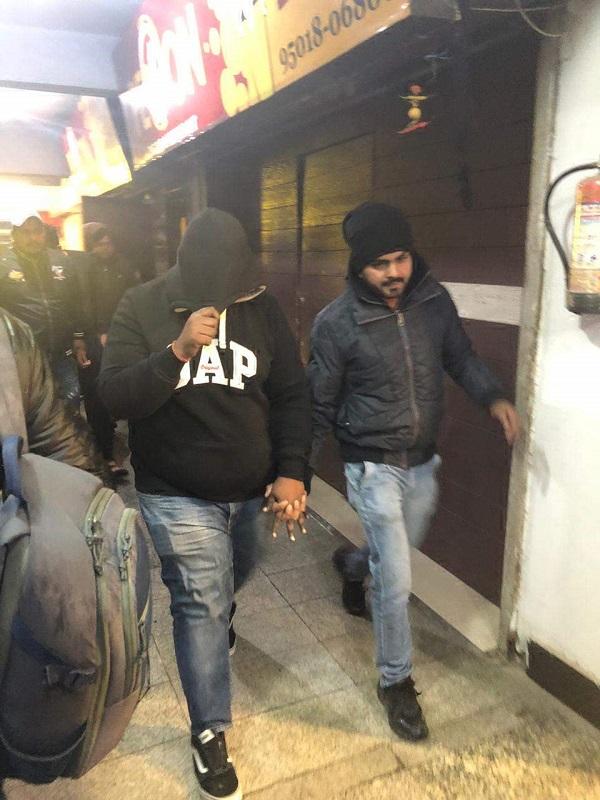 PunjabKesari, raid in ppr mall person arrested