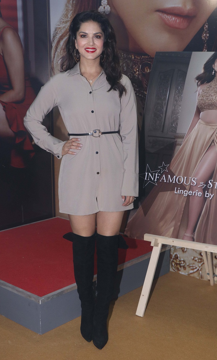 Bollywood Tadka,सनी लियोन इमेज, सनी लियोन फोटो, सनी लियोन पिक्चर