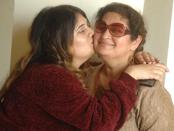 PunjabKesari, Kiss to increase glow on face