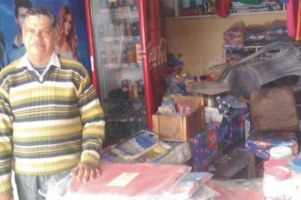 PunjabKesari, 5 thousand rupees and goods stolen from 3 shops