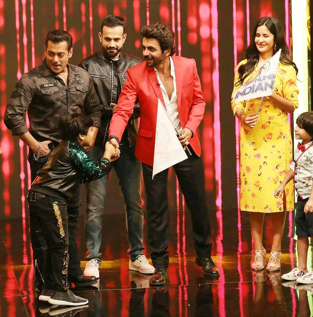 Bollywood Tadka, सलमान खान इमेज, सलमान खान फोटो, सलमान खान पिक्चर, कैटरीना कैफ इमेज, कैटरीना कैफ फोटो, कैटरीना कैफ पिक्चर, सुनील ग्रोवर इमेज,सुनील ग्रोवर फोटो,सुनील ग्रोवर पिक्चर,इरफान पठान इमेज, इरफान पठान फोटो, इरफान पठान पिक्चर,