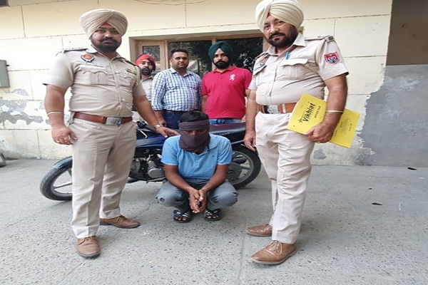 PunjabKesari, snatcher Arrested