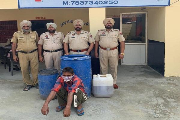 PunjabKesari, Police seized huge amount of illegal liquor
