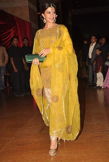 PunjabKesari, मस्टर्ड कलर आउटफिट इमेज