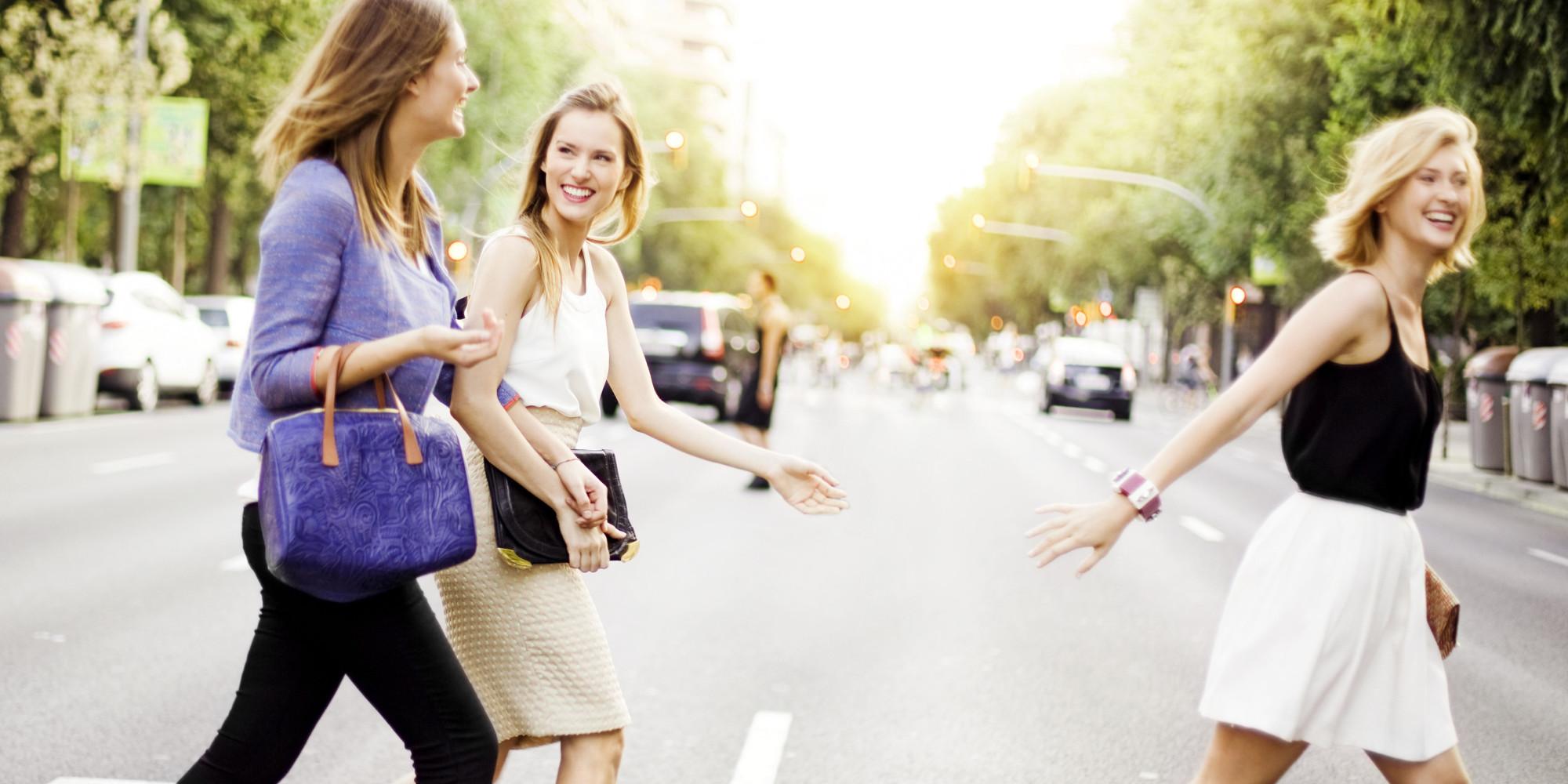 चलने का तरीका भी बताता है आपके स्वभाव से जुड़ी खास बातें, जानिए कैसे? -  know the nature of girls by the way of walking-mobile