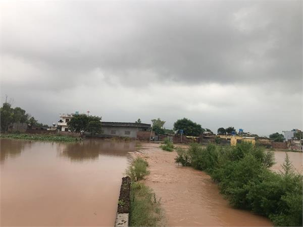mp santok chaudhary adopted village in the grip of flood