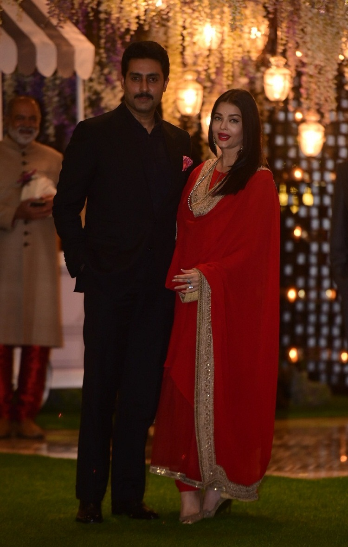 Bollywood Tadka,Aishwarya Rai Bachchan  image, Aishwarya Rai Bachchan photo, Aishwarya Rai Bachchan pictures, Abhishek Bachchan image, Abhishek Bachchan  photo, Abhishek Bachchan pictures