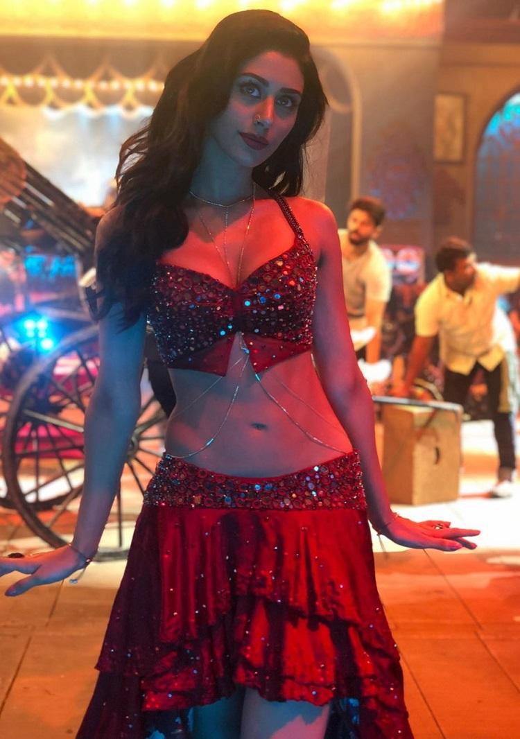Bollywood Tadka,Warina Hussain image, Warina Hussain photo,Warina Hussain  pictures