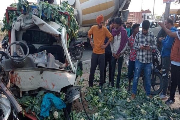 PunjabKesari, 2 injured in road accident