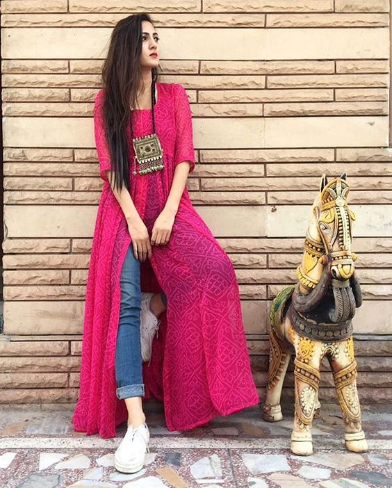 PunjabKesari, Kurti With Jeans image