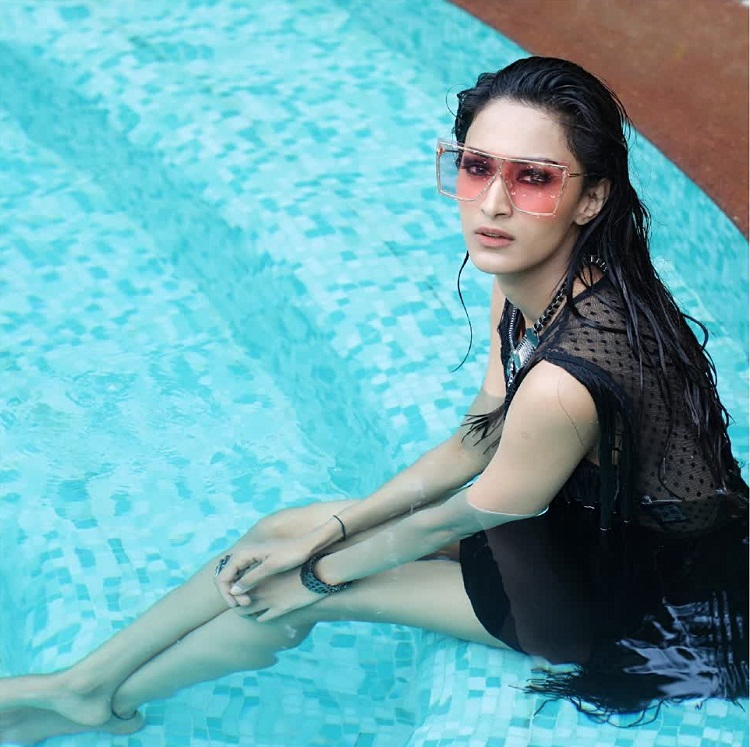 Bollywood Tadka,एरिका फर्नांडीस इमेज, एरिका फर्नांडीस फोटो, एरिका फर्नांडीस पिक्चर,