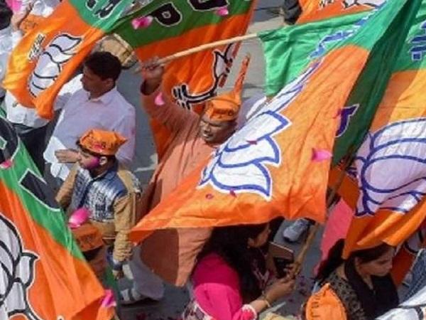 PunjabKesari, Madhya Pradesh, Punjab Kesari, Ujjain, BJP Pollard, Dabangi, Talwar Baji, Police, filed the case