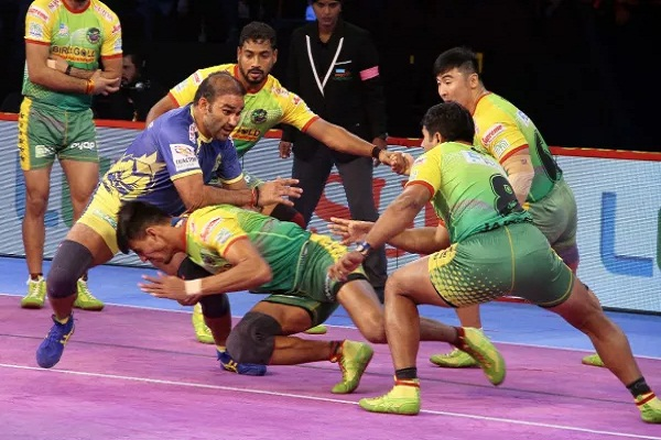 sports news, kabaddi news hindi, Pro kabaddi league 2018, Patna Pirates, defeats, Tamil Thulawaj, 45-27