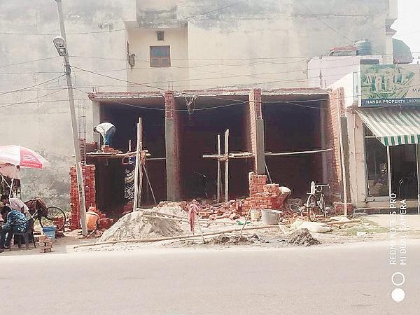 PunjabKesari, Corporation sealed illegal building of Bharat Shocker