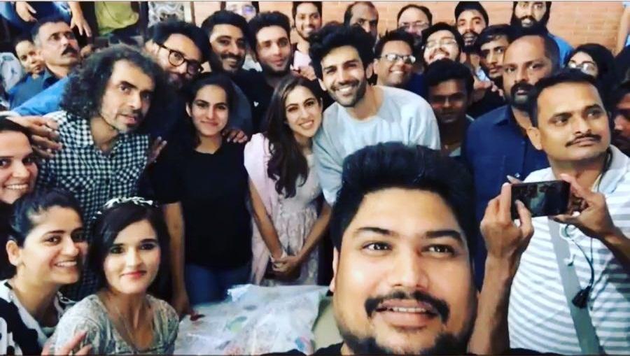 Bollywood Tadka,सारा अली खान इमेज,सारा अली खान फोटो,सारा अली खान पिक्चर,कार्तिक आर्यन इमेज,कार्तिक आर्यन  फोटो,कार्तिक आर्यन पिक्चर