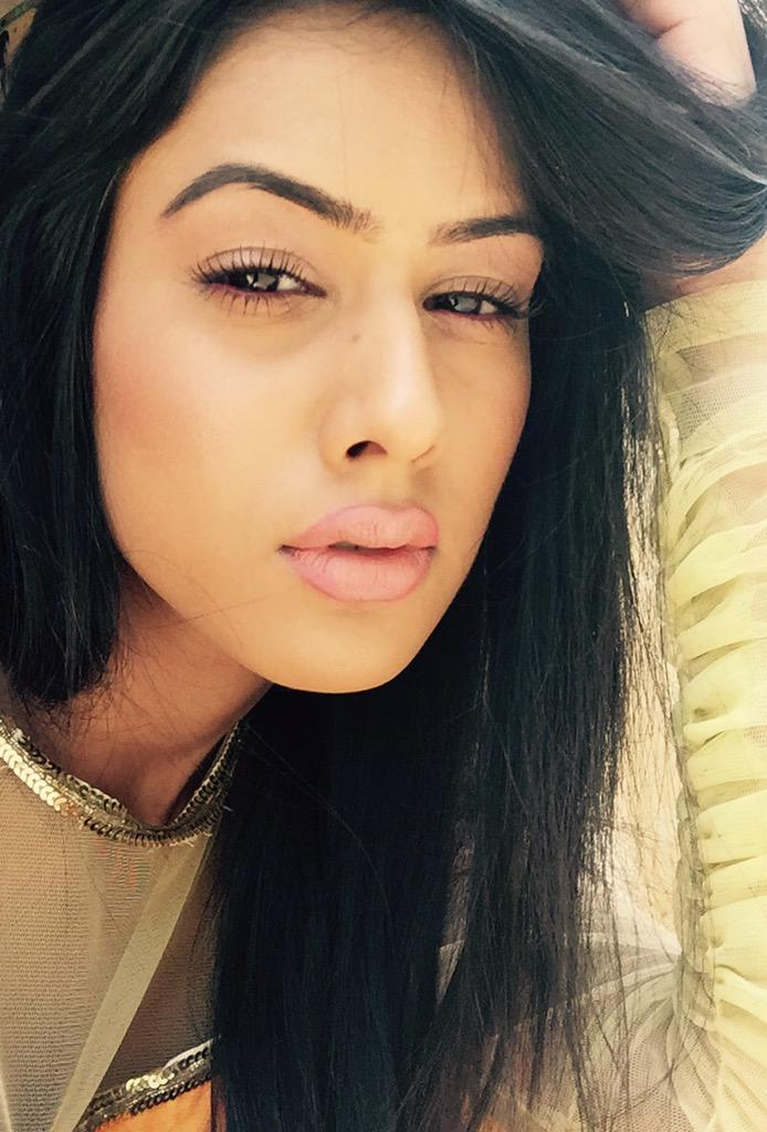 PunjabKesari,Nari, Nia sharma Lips Shade image