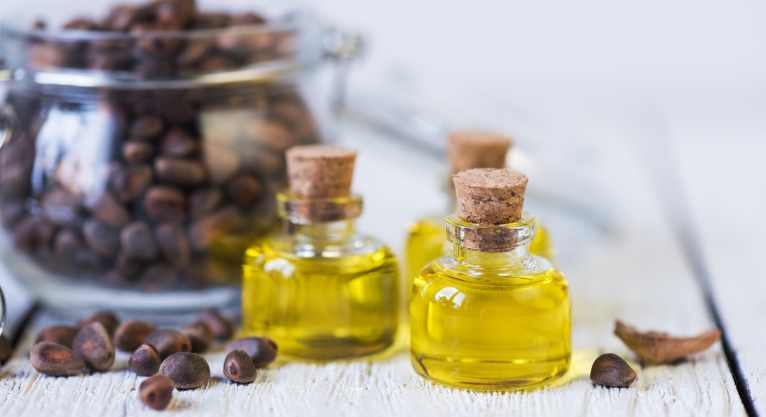 PunjabKesari, Castor Oil Image, Castor Oil Benefits Image