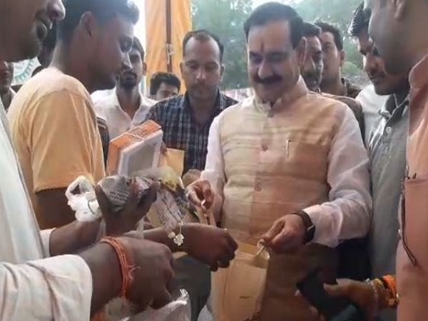 PunjabKesari, Madhya Pradesh News, Datia News, Pitambara Peeth Temple, former minister Narottam Mishra, polythene free, awareness campaign, BJP, PM Narendra Modi