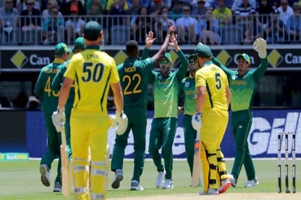 PunjabKesari, sports news, cricket news hindi, aus vs africa, 2second ODI, Australia won, series 1-1, Eden Markram, Shot, Long six, viewer catch the ball