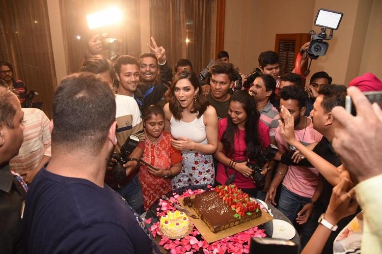 Bollywood Tadka,Deepika Padukone image, Deepika Padukone photo, Deepika Padukone pictures,