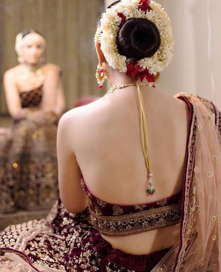 PunjabKesari, Backless blouse design image for lehenga, बैकलेस ब्लाउज डिजाइन इमेज  फॉर लेहेंगा