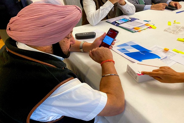 PunjabKesari, Good news for students waiting for 'smartphone', first batch reached