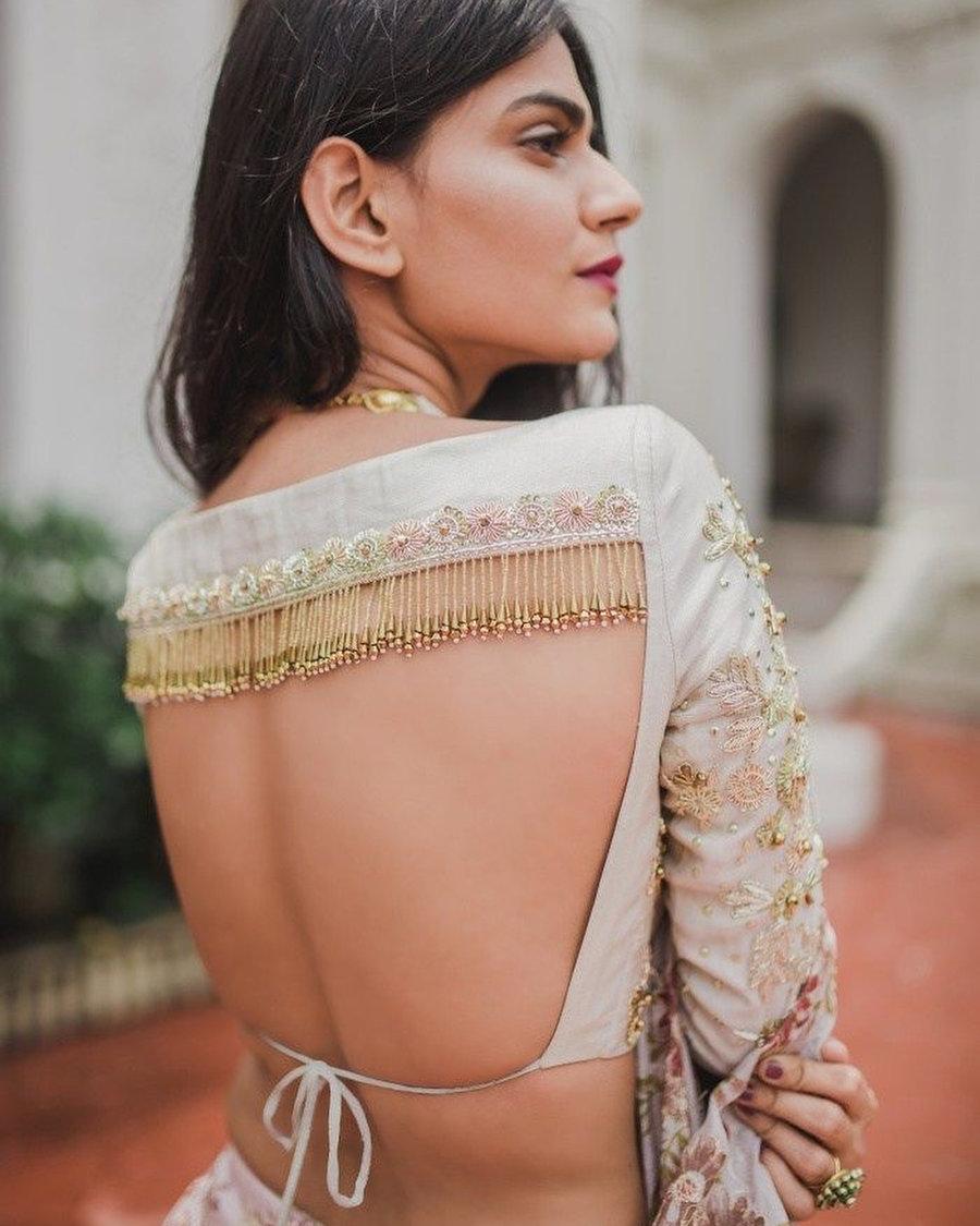 PunjabKesari, Backless blouse design image with dori,बैकलेस ब्लाउज डिजाइन इमेज विथ डोरी