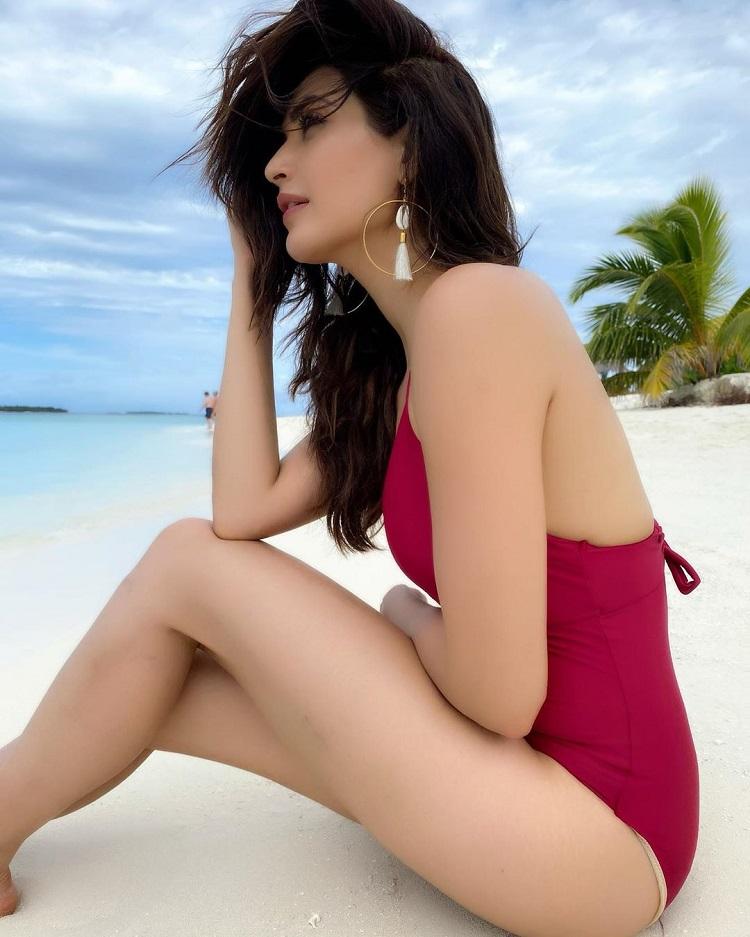 Bollywood Tadka,Karishma Tanna image, Karishma Tanna photo, Karishma Tanna pictures,