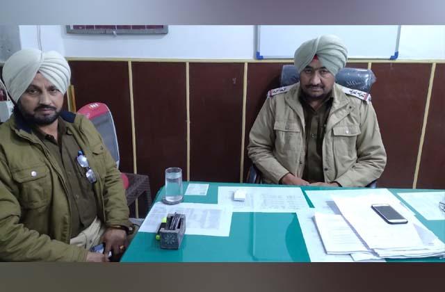 PunjabKesari, road accident 2 killed, 12 injured