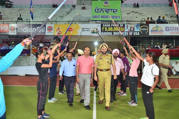PunjabKesari, Punjab and Sindh Bank Delhi reach the semi-finals