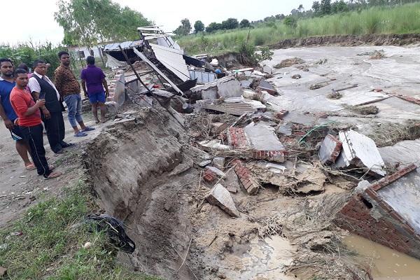 PunjabKesari, woman and daughter dies in heavy rain