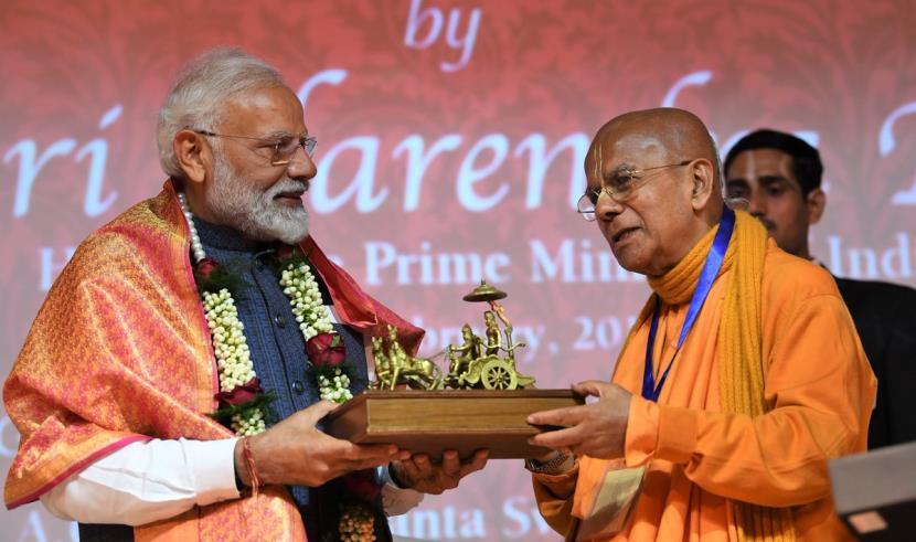 PunjabKesari, PM Modi releases 800 Kg Bhagwad gita, Iskcon in Delhi