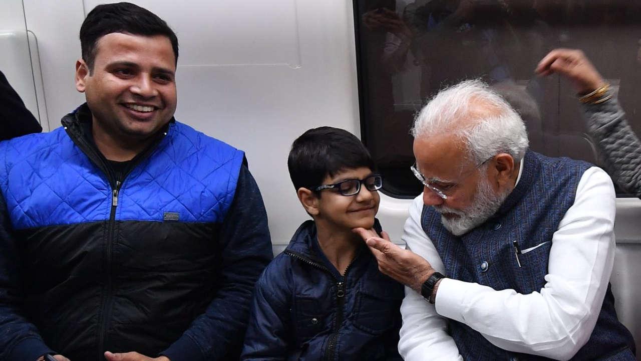 PunjabKesari, PM Modi releases 800 Kg Bhagwad gita, Iskcon in Delhi, Delhi Metro travel Pm modi