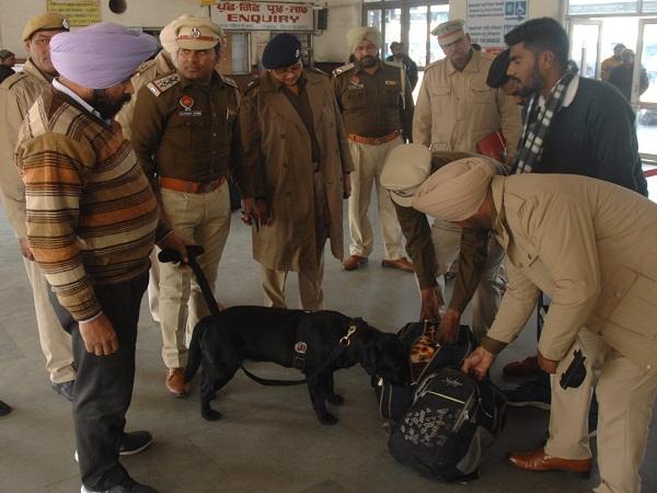 PunjabKesari, luggage scanning machine shut down at city station
