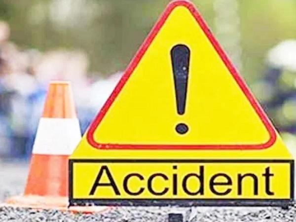 PunjabKesari, Madhya Pradesh News, Morena News, Road accident, two died, 11 injured, District Hospital, Police, Jigani Village