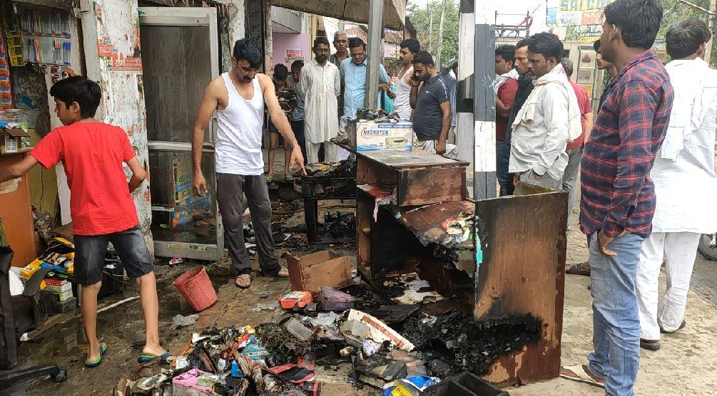 PunjabKesari, haryana hindi news, gohana hindi news, sonipat hindi news, fire, fire brigade, mobile shop