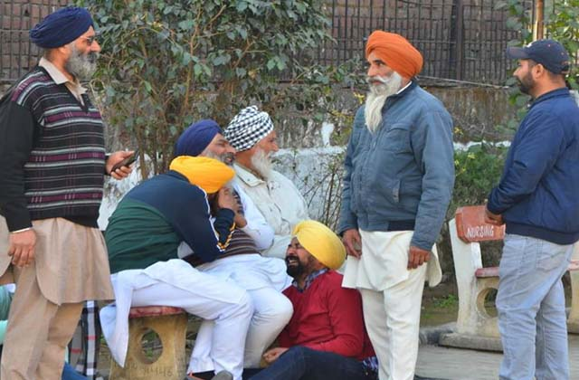 PunjabKesari, friends going to ielts coaching had crashed 2 killed